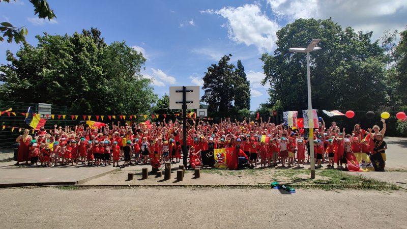 GO! Basisschool De Bloeiende Kerselaar in Watermaal-Bosvoorde kleurt rood