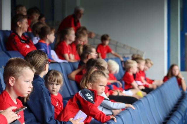 De kinderen kregen ook een woordje uitleg omtrent de werking van de club