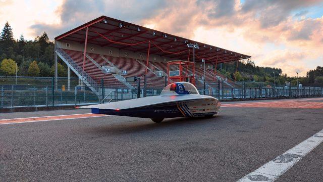 De befaamde zonnewagen in kwestie Foto: Agoria Solar Team