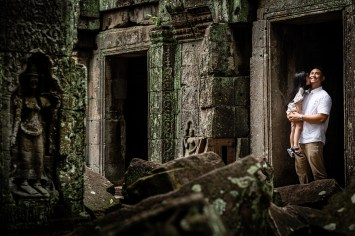 Father and his daughter in the Jungle Temple in Angkor