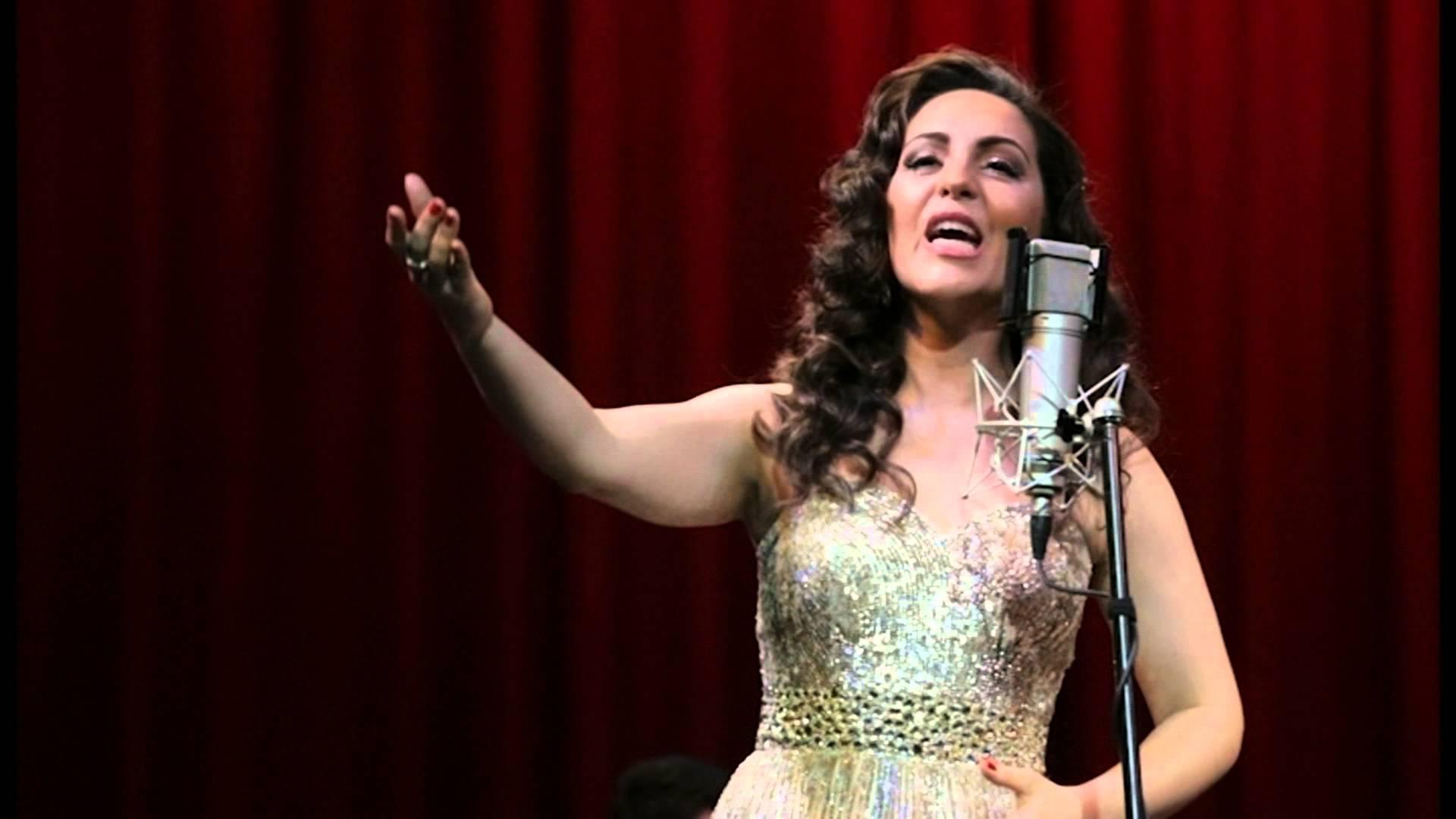 Cantora Carmen Monarcha faz apresentação gratuita hoje