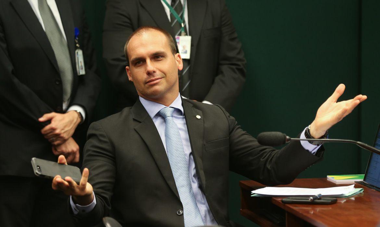 DEPUTADA ACIONA STF POR DECLARAÇÕES DE EDUARDO BOLSONARO SOBRE DESTITUIÇÃO DO SUPREMO DE EL SALVADOR