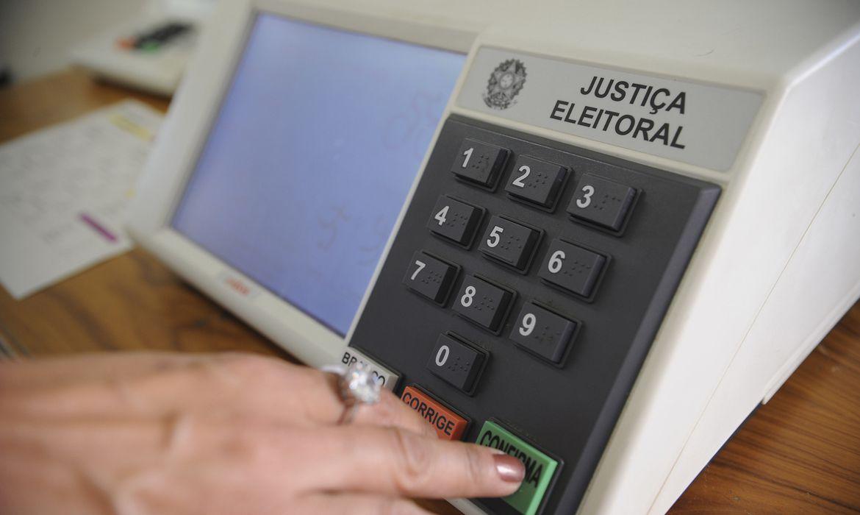 COMISSÃO ESPECIAL DA CÂMARA REJEITA PEC DO VOTO IMPRESSO E IMPÕE DERROTA A BOLSONARO