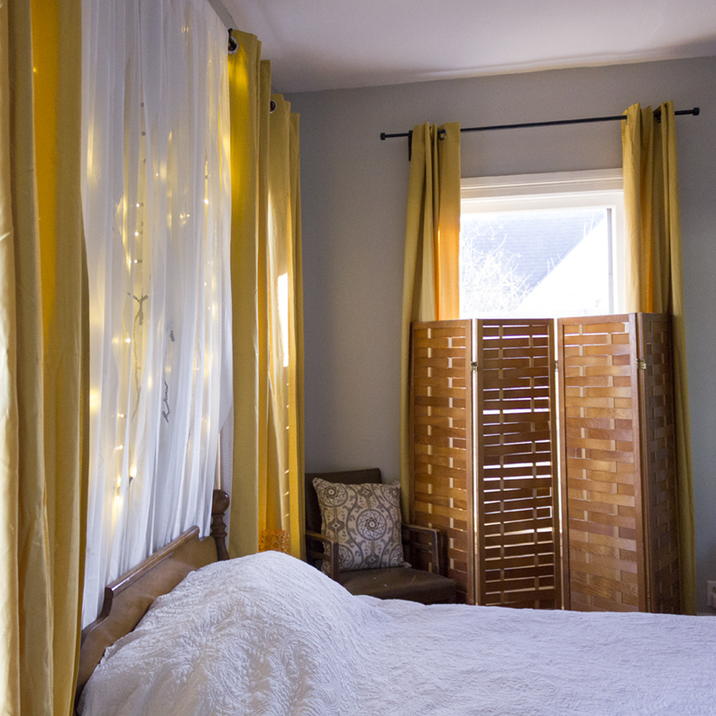How to use curtains in a bedroom to create a soft and soothing mood. #rehabdorks