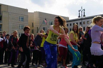 Bild-18-Zumba-Flashmob-Brandenburger-Tor