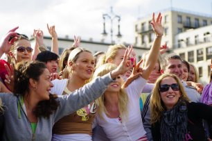 Bild-74-Zumba-Flashmob-Brandenburger-Tor