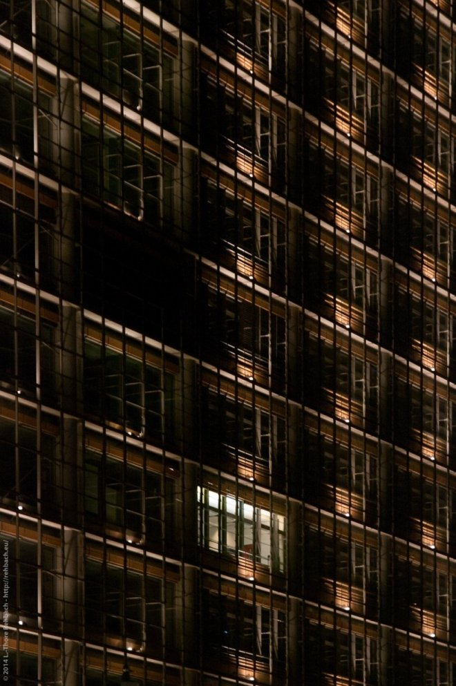 Kollhoff Tower am Potsdamer Platz bei Nacht