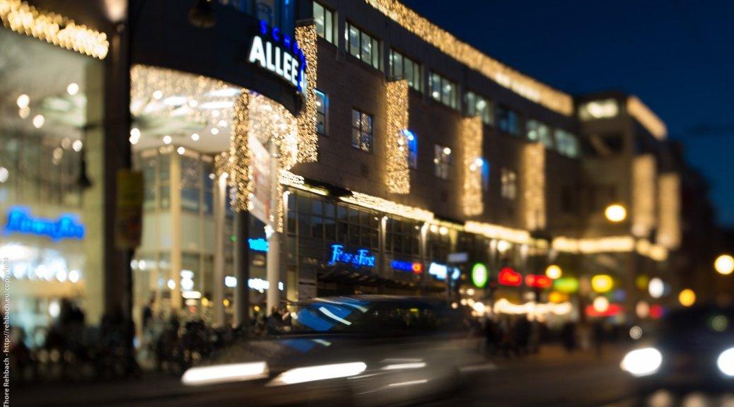 Weihnachtsdeko am Shoppingcenter