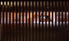 Gittertor im Verbindungsgang zwischen der Unterführung un dem ICC