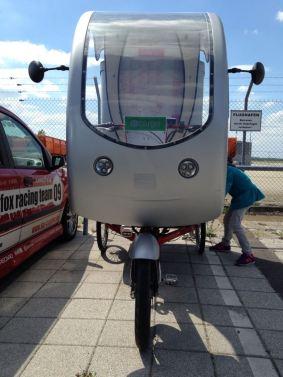 Unsere jüngste Mitarbeiterin, die Auszubildende Matilda W. beim Vermessen des e-cargo-bikes