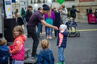 Performance des Klatschtheaters mit Hans im Glück beim 26. Großen Funkenburgfest; Foto: Andreas Reichelt