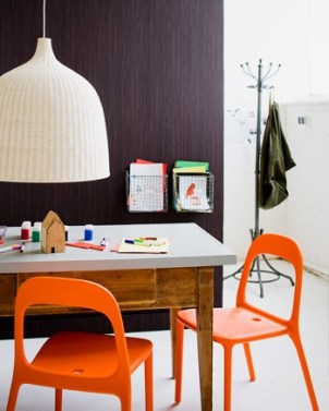 The Reidar chair in orange gives a great pop of colour to an otherwise colourless room. And the Leran pendant light gives an oversized feature to the room