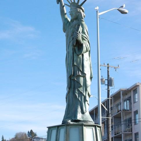 dsc_0412-statue-of-lib-20001