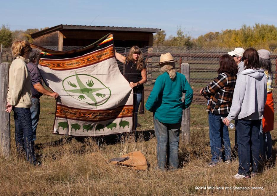 Showing Big Medicine Buffalo Blanket at WWS 2014, Photo ©2014 Andrew Hinton, www.reikishamanic.com
