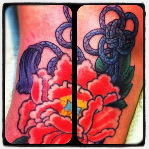 組紐と牡丹のタトゥー,足の甲,花,flower,tattoo