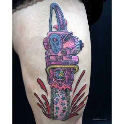 #チェーンソー #ピンク #血しぶき #タトゥー #pink #chainsaw #splatter #tattoo #reikotattoo #studiokeen #japan #nagoyatattoo #tokyotattoo #名古屋 #矢場町 #大須 #東京 #静岡reikotattoo.com
