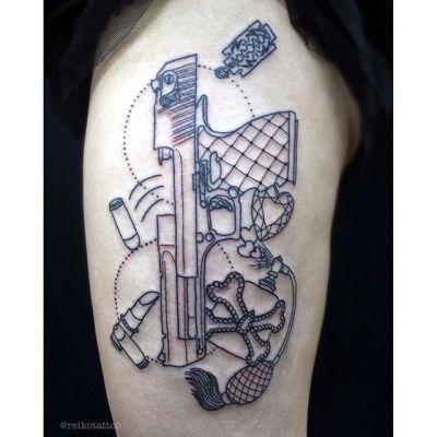 #ピストル #香水瓶 #タトゥー #pistol #pafumbottle #tattoo #reikotattoo #studiokeen #japan #nagoyatattoo #tokyotattoo #名古屋 #大須 #矢場町 #東京 #静岡