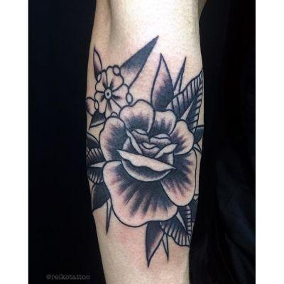 #花 #ブラックタトゥー #タトゥー #flower  #tattoo #reikotattoo #studiokeen #japan #nagoyatattoo #tokyotattoo #名古屋 #大須 #矢場町 #東京 #静岡