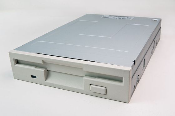 800px-Floppy_Disk_Drive_SDF-321B