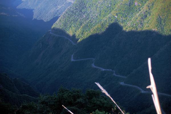 Estrada e Morro