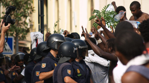 Police Recule Migrants Guerre Europe Bruxelloise