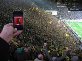 """Dezember 2011: Dank """"fun Gogh"""" wird seit dem Revier-Derby BVB gegen S04 auch in der Südkurve """"reingemacht"""". Herrlich :-)"""