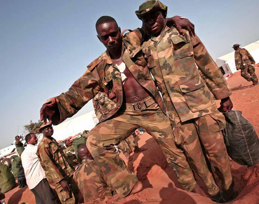 Tentara AMIS yang selamat tetapi terluka