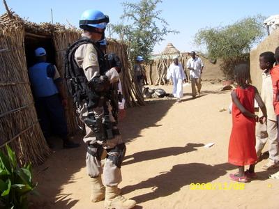 Patroling FPU disekitar IDP camp