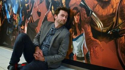 David Tennant ya acosaba a Jessica incluso en los murales de las oficinas de Marvel.