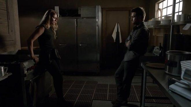 Lucas y Carrie, deshojando la margarita