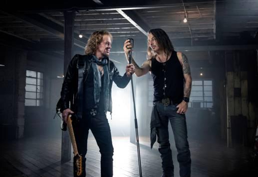 Adrian Smith (IRON MAIDEN) y Richie Kotzen (MR. BIG y POISON) arrasan con las ventas en nuestro país y ofrecen dos videoclips de su trabajo (BMG)
