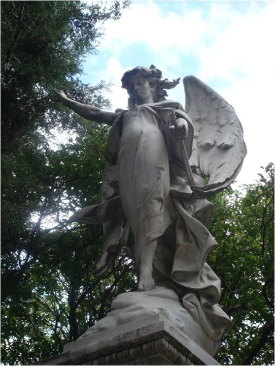Huellas del día de muertos 2: las tumbas vacías del Panteón Francés de la Piedad (2/5)