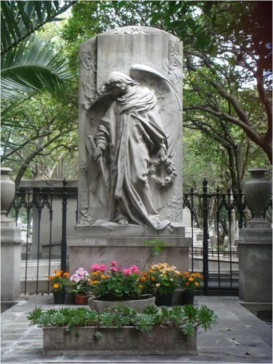 Huellas del día de muertos 2: las tumbas vacías del Panteón Francés de la Piedad (1/5)