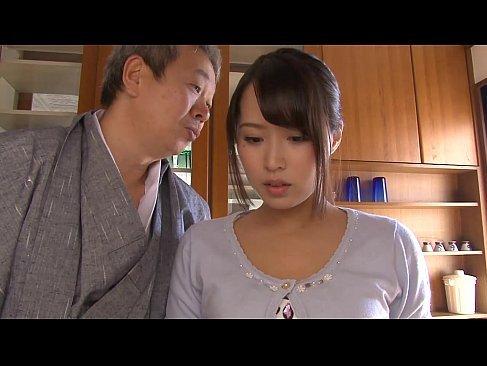 義父にセクハラされ調教される黒髪美人妻がおまんこ濡らしているれイプ 動画 38.5度無料