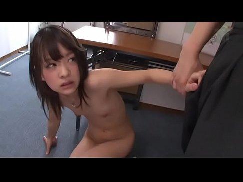 万引きで捕まった貧乳美少女が鬼畜店長にパイパンおまんこを犯されるれイプ 動画 38.5度
