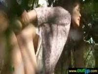 ヤンキーに雑木林で犯される激カワ貧乳娘のれイプ動画