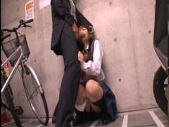 バスで痴漢に遭い駐輪場に連れ込まれ犯される黒髪美少女のれイプ 動画 38.5度無料
