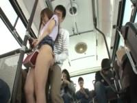 美巨乳ギャルがバスで痴漢に遭い自宅で引っ越し業者にレイプされるという散々な目に遭ってる無理矢理犯している動画