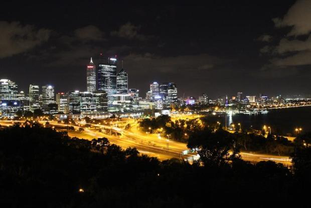 Backpacker Aussicht auf die Skyline von Perth