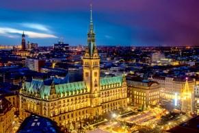 Nachtaufnahme des Hamburger Rathaus
