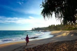 Einsamer Strand im Süden von Sri Lanka