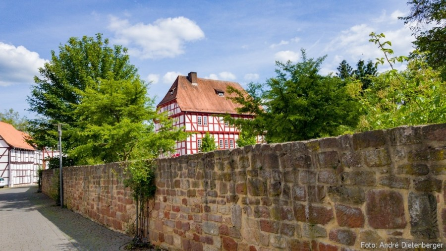 Stadtmauer mit Bebauung