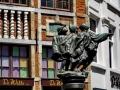 Brüssel - Figuren vor der St. Nikolaus Kirche