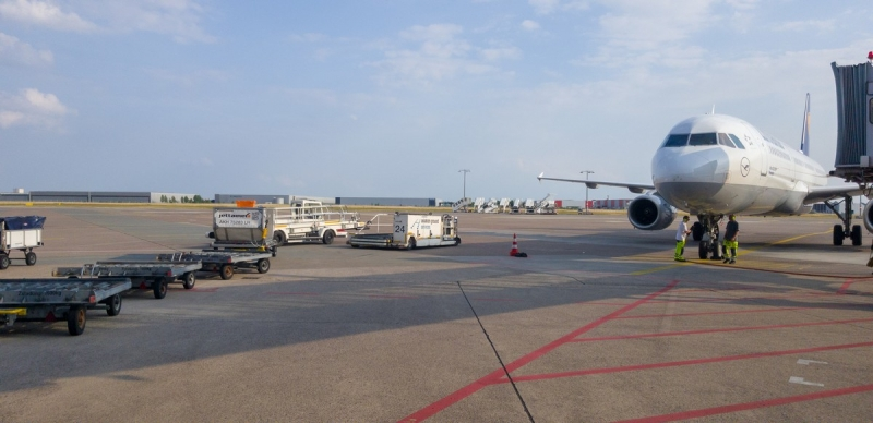 Maritim Airport Hotel Hannover - Flugzeug am Finger