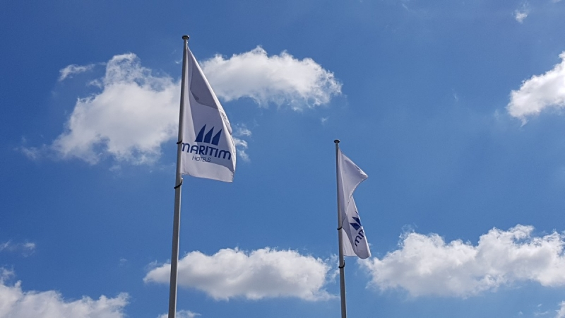 Maritim Airport Hotel Hannover - Fahnen im Wind