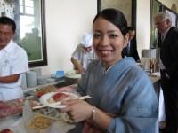 Traditionell japanische Bedienung im Schloss...