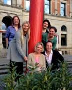 Alle sechs Reisefedern vor dem Übersee-Museum in Bremen