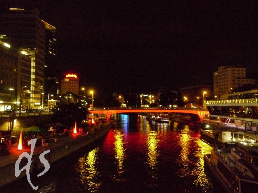 Auf der schönen blauen Donau - tags Baden, nachts feiern...