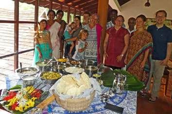 Gruppenbild in Festtagsgewändern