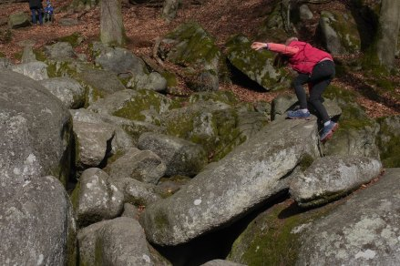 Kind auf Felsenmeer